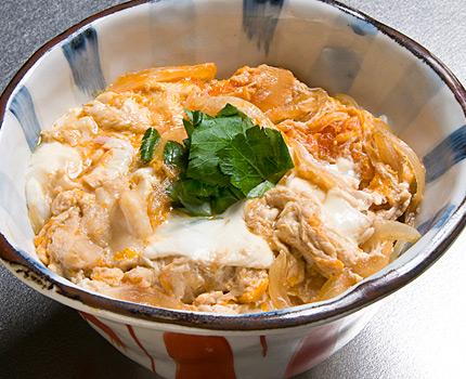ふわとろ人気の親子丼!美味しくて人気のあるレシピをご紹介します♪のサムネイル画像