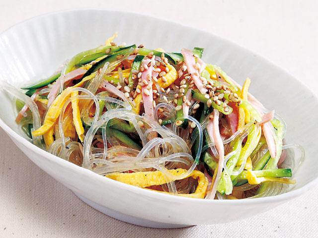簡単ヘルシーで美味しい!味付け自在の春雨サラダのレシピ5選のサムネイル画像
