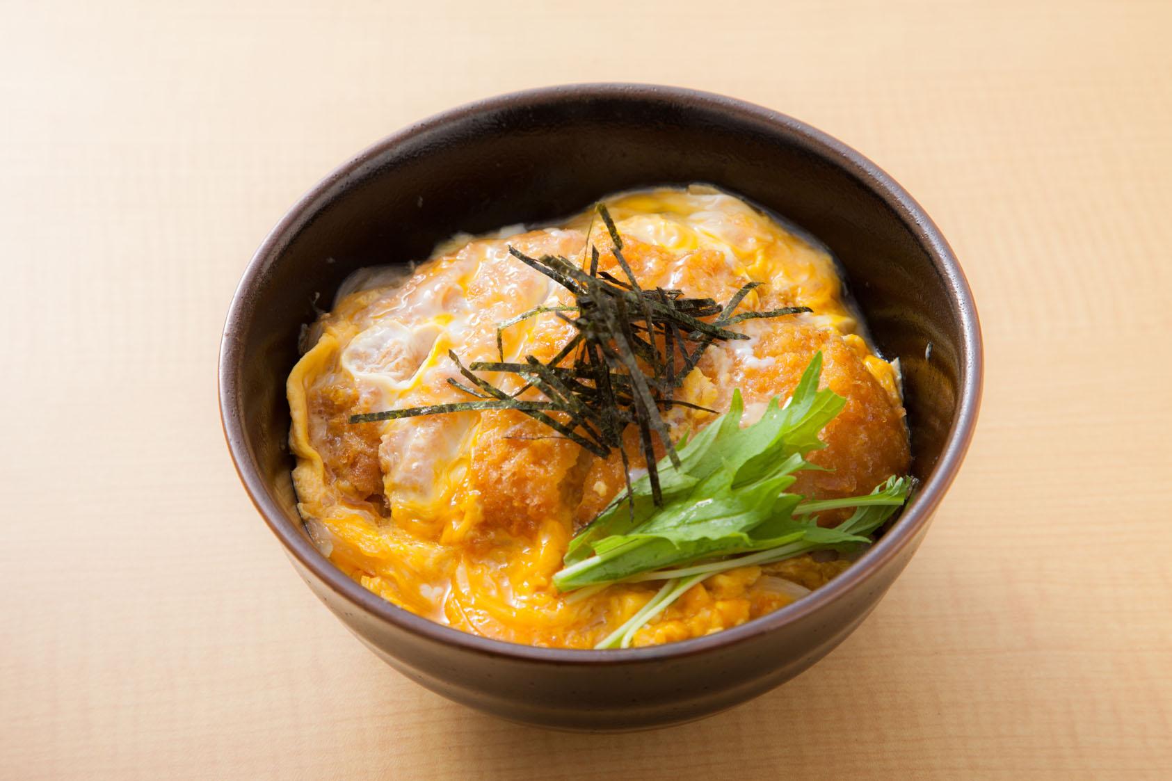 タレの浸み込んだカツ丼派?サクサクのカツ丼派?絶品カツ丼レシピのサムネイル画像