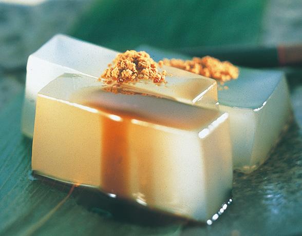 和菓子好きにはたまらない!一口食べると止まらない葛餅レシピ♪のサムネイル画像