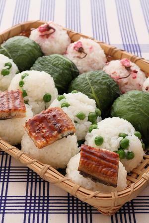 脱マンネリ!!アイデアおにぎりで作る、春の彩りお弁当まとめ!!のサムネイル画像