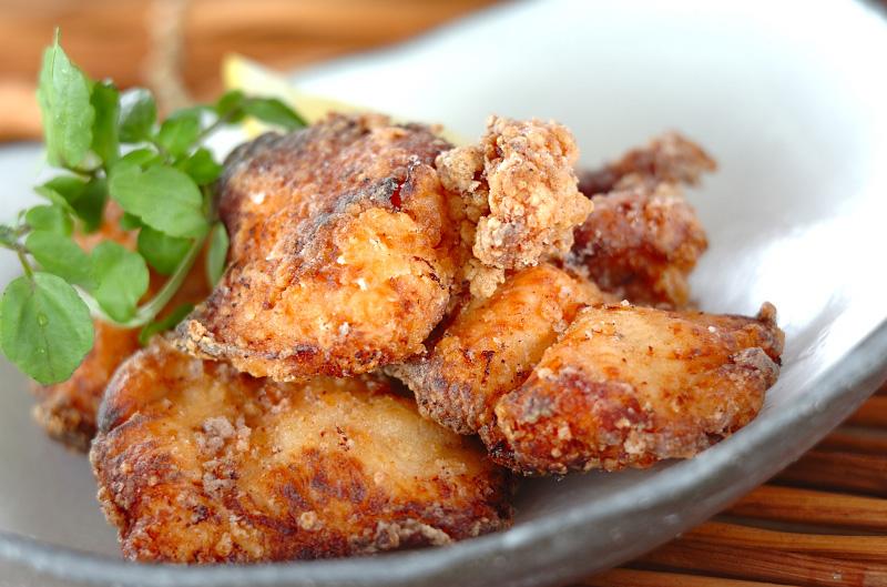 ジューシーチキンで絶品料理!鶏胸肉の人気レシピをご紹介!のサムネイル画像