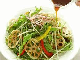 煮物だけじゃない!レンコンの美味しいサラダレシピを紹介します!のサムネイル画像