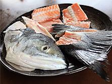 安くてうまい!鮭のアラを使ったおいしい節約レシピ、5選!のサムネイル画像