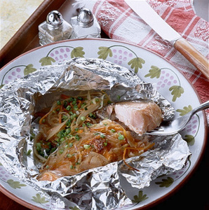 旨みぎっしり!フライパンで作る鮭のホイル焼きのレシピまとめのサムネイル画像