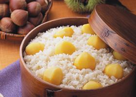 生栗でも、甘露煮でも!秋に美味しい栗おこわのおすすめレシピ5選!のサムネイル画像
