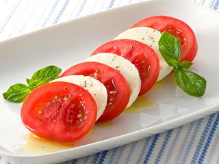 最強コンビ!!トマトとチーズをつかった絶品☆アレンジレシピ5選のサムネイル画像