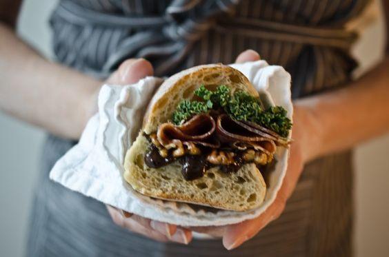 パリジェンヌのお気に入り!フランスパンで作るバゲットサンドイッチ!のサムネイル画像