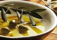 オリーブオイルと相性抜群の調理法で大満足!おすすめ料理レシピ5選のサムネイル画像