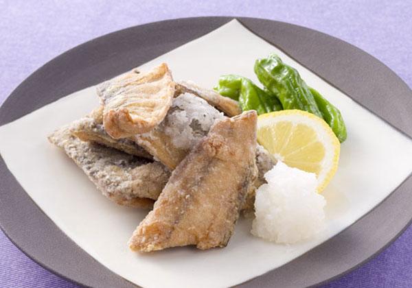 揚げたてカリッと美味しいさんまの竜田揚げのレシピをご紹介!のサムネイル画像