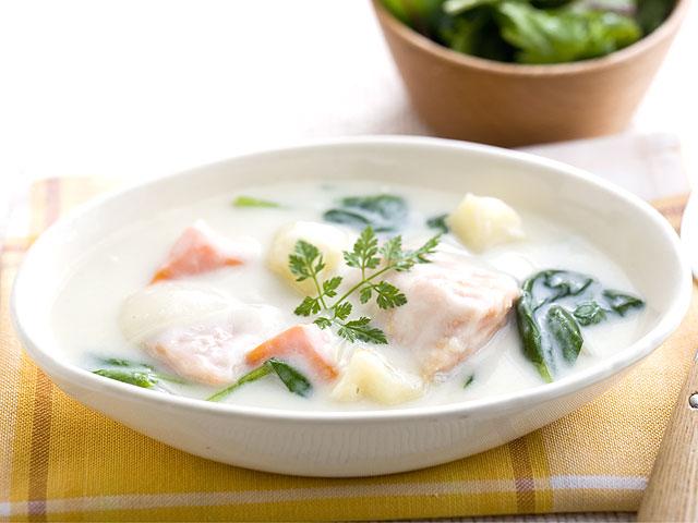 寒い時に食べたい身も心も温まる鮭を使ったシチューレシピ!のサムネイル画像