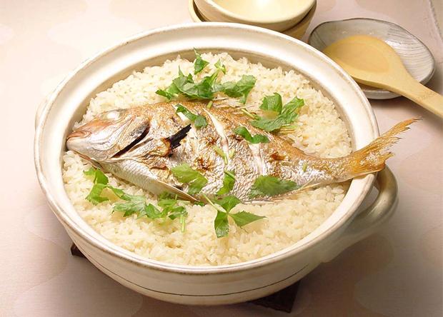 炊飯器でも作れちゃう!?炊飯器で作る美味しい鯛めしのレシピ5選のサムネイル画像