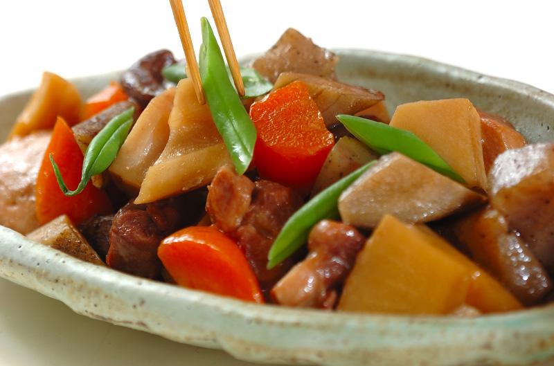 材料入れて煮込むだけ!煮物の簡単なレシピをご紹介します!のサムネイル画像
