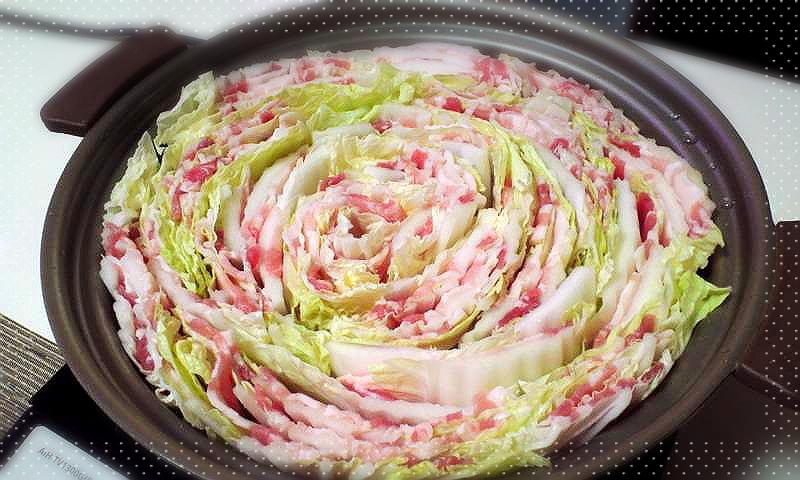 人気急上昇の簡単鍋!豚肉と白菜のミルフィーユ鍋レシピ5選!のサムネイル画像