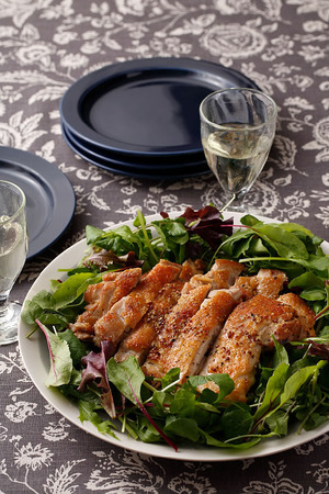 ジューシーで美味しい♪鶏もも肉を使った人気レシピをご紹介します!のサムネイル画像