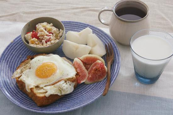 お手軽なものからオシャレなものまで、人気の朝ごはんのレシピ5選!のサムネイル画像