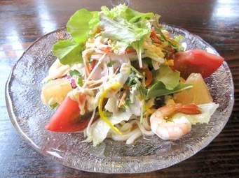 たっぷりの野菜で栄養バランス◎!サラダうどんの人気レシピ5選のサムネイル画像