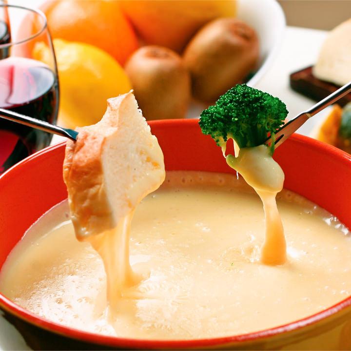 【パーティや】お家で簡単♪チーズフォンデュ鍋【女子会に】のサムネイル画像