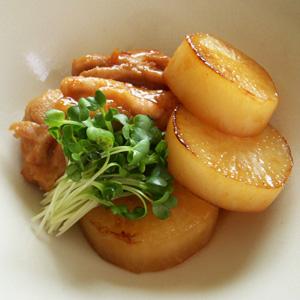 大根と鶏肉のコンビで大満足!ボリューム満点のおすすめレシピ5選!のサムネイル画像