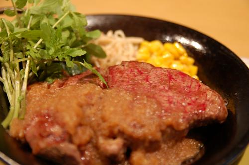 【必見】玉ねぎの甘みを活かした絶品ステーキソースレシピ7選のサムネイル画像