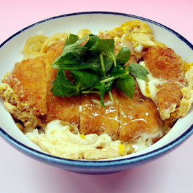 手軽にガッツリ食べられます!めんつゆで、簡単カツ丼レシピ集!のサムネイル画像