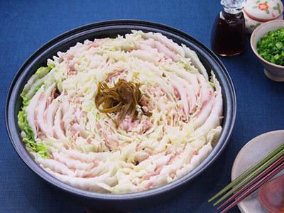 鍋の定番!白菜と豚バラのミルフィーユ鍋の簡単レシピ☆6選☆のサムネイル画像