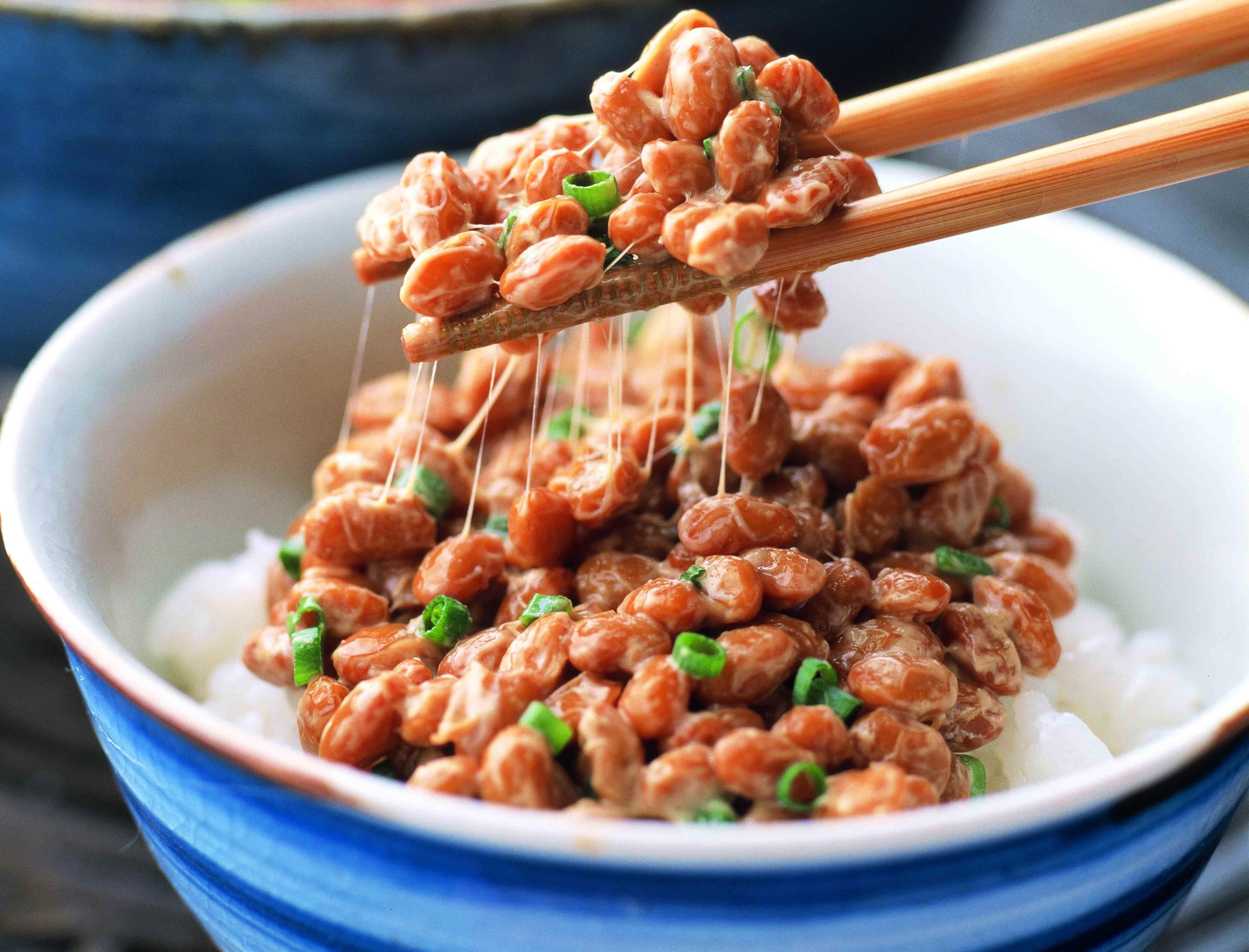 ねばねばパワーで元気全開!栄養たっぷり納豆の絶品レシピ5選のサムネイル画像