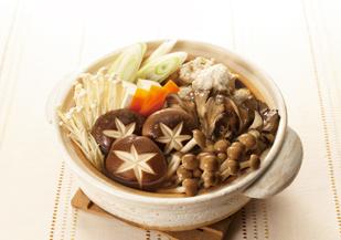 ほっこりこころも身体も温まるおすすめきのこ鍋のレシピ5選!のサムネイル画像