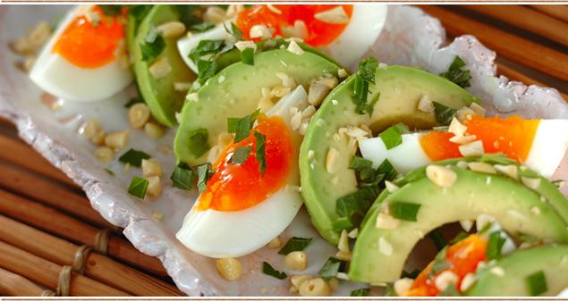食べる美容液アボカドを使った、簡単アレンジサラダレシピ5選のサムネイル画像