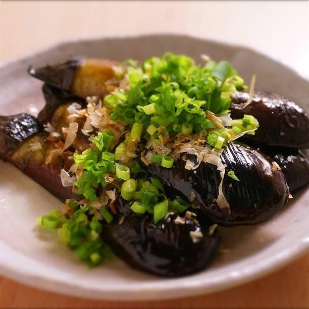 あっさり食べれる!フライパンを使った美味しい焼きなすレシピ5選のサムネイル画像