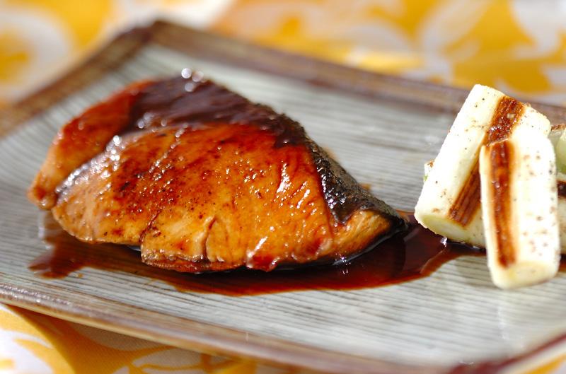 もう失敗しない!照り照りのおいしいぶりの照り焼きレシピ集のサムネイル画像