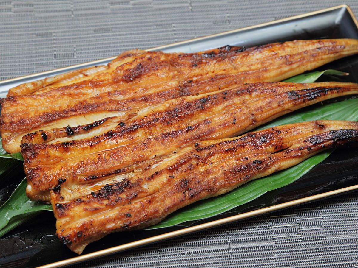 副菜からメインまで!ヘルシーで美味しい♡穴子の簡単レシピのサムネイル画像