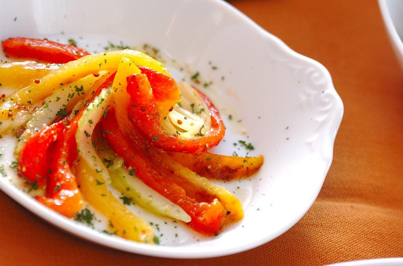 テーブルに彩りを添えてくれる カラフルパプリカのサラダレシピ5選のサムネイル画像