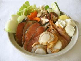 北海道の郷土料理!体も心もぽかぽか♡石狩鍋のおすすめレシピ!のサムネイル画像