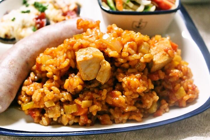 BBQや自宅で!スパイシーで大人気な米料理 ジャンバラヤレシピ のサムネイル画像