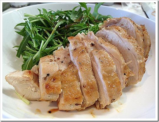 パサパサになりがちな鶏胸肉をしっとり柔らかくするコツまとめのサムネイル画像