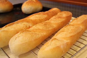 意外と簡単!?フランスパンのレシピとアレンジレシピまとめのサムネイル画像