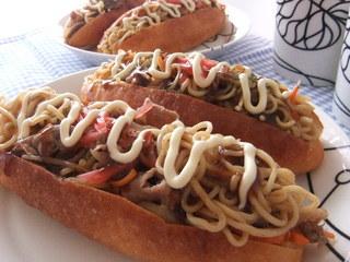 お家で楽しく惣菜パン作り☆コッペパンにはさむだけの簡単レシピ♪のサムネイル画像