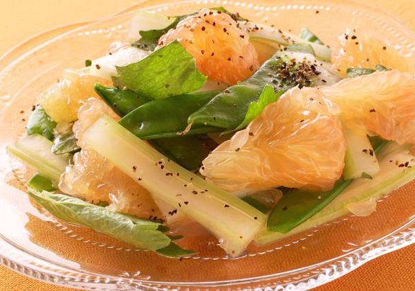 健康効果の宝庫 ♪ さっぱりグレープフルーツのサラダレシピ5選のサムネイル画像