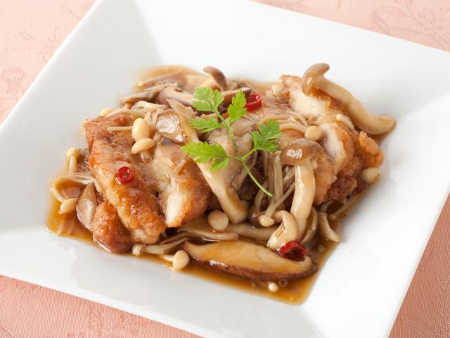定番メニューから脱却!?鶏肉ときのこの美味しいオススメレシピのサムネイル画像