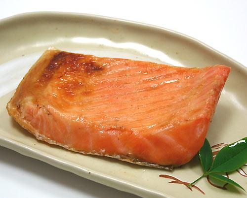 脂がのって絶品の鮭ハラスがさらに美味しくなるおすすめレシピのサムネイル画像