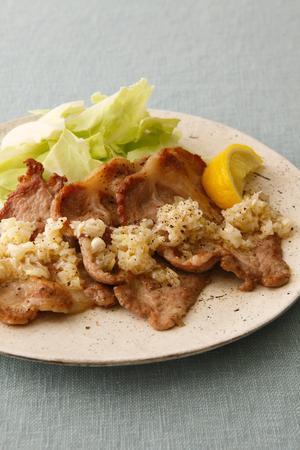 サラダからおかずまで絶品間違いなし!豚肉ロースの人気レシピまとめのサムネイル画像