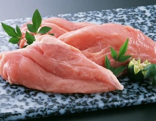 パサパサなんて言わせない!鶏胸肉の人気レシピを集めてみました!のサムネイル画像