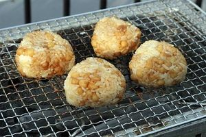話題のスティックおにぎりも天かすで!簡単コク深料理の作り方のサムネイル画像