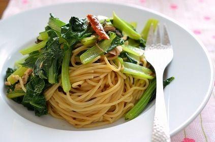 おかず、麺類からスムージーまで☆小松菜で作る簡単レシピ☆5選のサムネイル画像