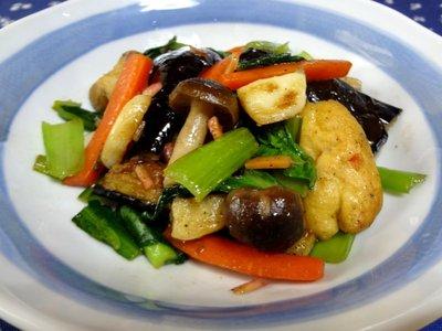 シャキシャキの食感がたまらない!簡単な小松菜の炒め物レシピ♪のサムネイル画像