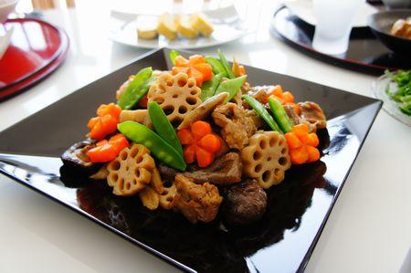 おいしく作れたら上級者!野菜のうまみたっぷりのお煮しめレシピのサムネイル画像
