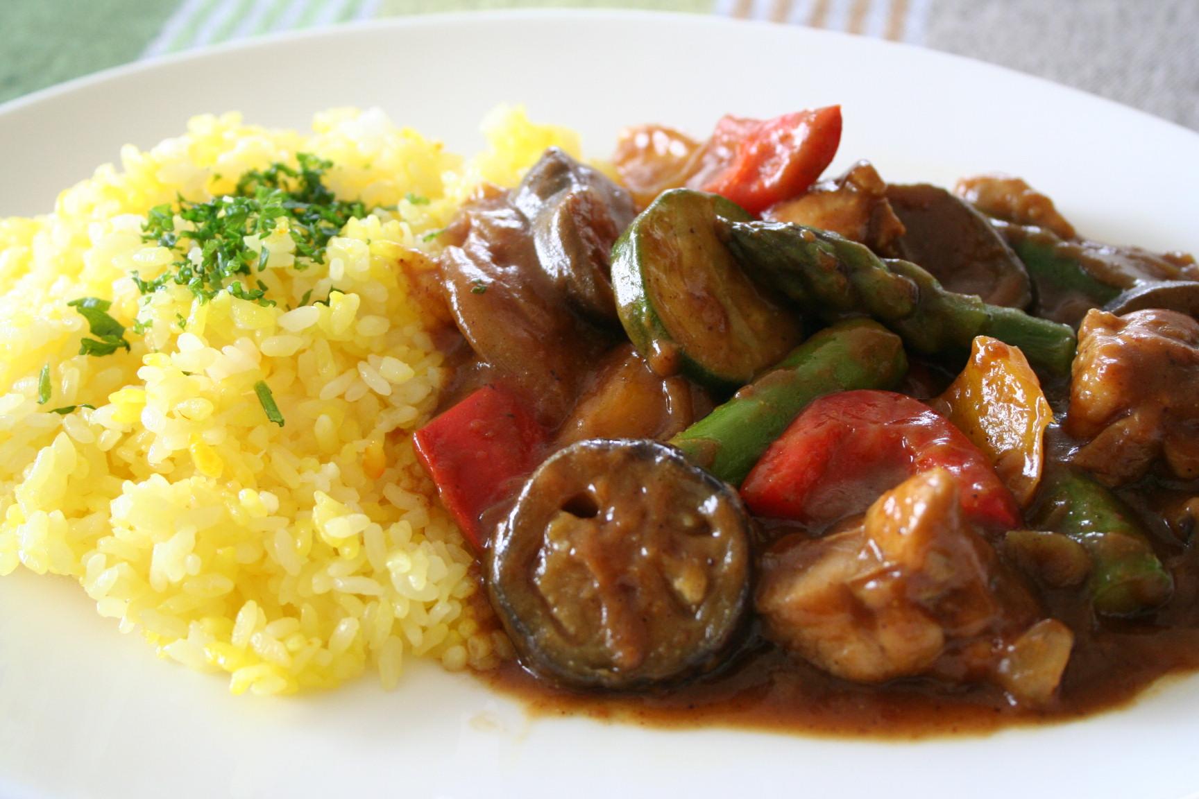 野菜もたっぷり摂っちゃおう!夏野菜カレーの人気レシピまとめ☆のサムネイル画像