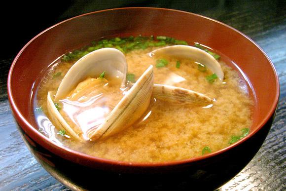 あさりの旨味がたっぷり!美味しいあさりの味噌汁レシピ5選のサムネイル画像