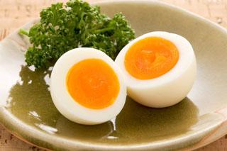 意外と知られていない!?「ゆで卵」の基本の作り方3選+コツのサムネイル画像